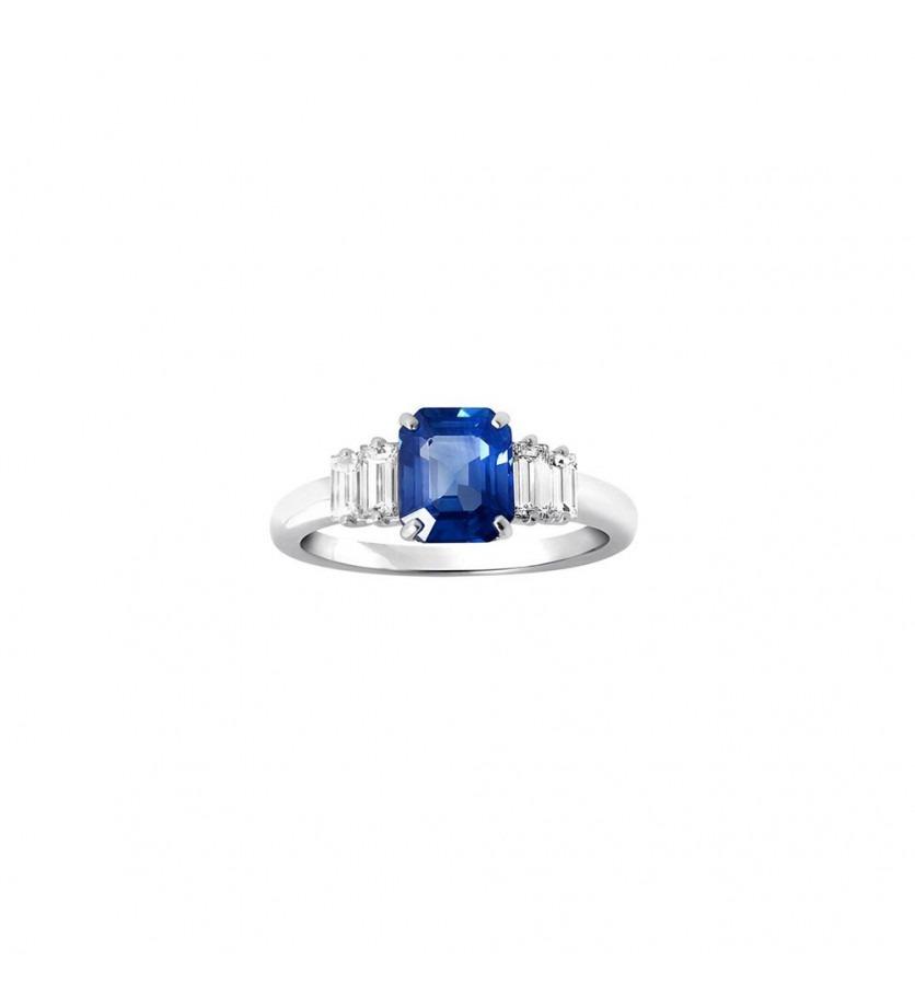 Bague centre saphir ceylan taille emeraude 1.61ct + 4 diamants baguette 0.40ct FVS or blanc
